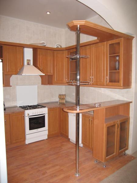 Кухни с барной стойкой с правой стороны дизайн