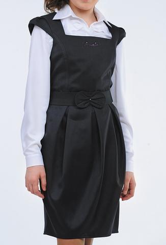 Такие фасоны школьных платьев идеально подходят для старшеклассниц. Они подчеркивают уже сформировавшуюся фигуру и при этом не смотрятся пошло и вульгарно