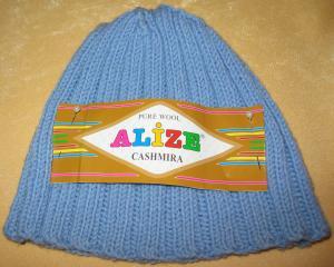 Детская шапка. Пряжа Alize Cashmira, цвет 280 (голубой).