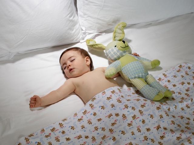 собой девочка 8 лет очень потеет когда спит много