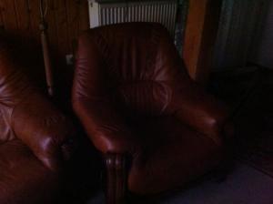 Фото Кожаная мягкая мебель Угловой кожаный диван + кресло