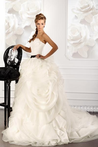 Свадебное платье с розами пышное