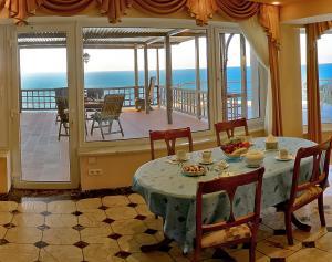 Фото Большая  Ялта, Ялта, Квартиры 01- Кавртира на берегу моря в Ялте.  №-10
