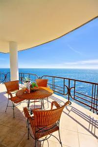 Фото Большая  Ялта, Ялта, Квартиры 04- Аренда квартиры в Ялте с видом на море.  №- 10