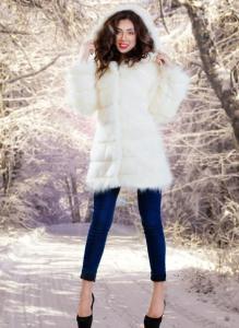 Фото Куртки, пальто, жилетки 2014-15 Шуба с капюшоном