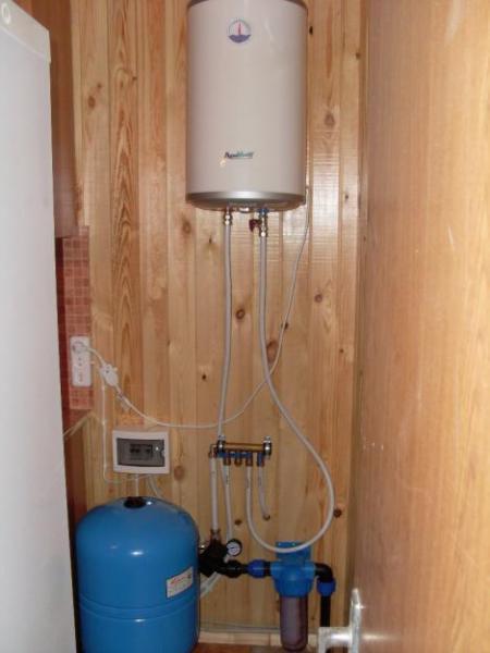 Подводка воды в дом из скважины своими руками видео