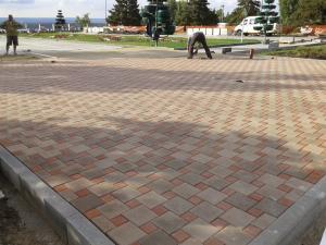 Фото  Укладка тротуарной плитки