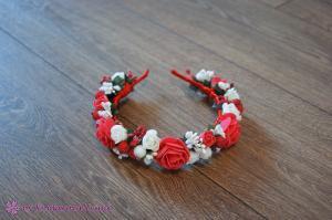 Фото Ободки с цветами Ободок из красных и белых розочек