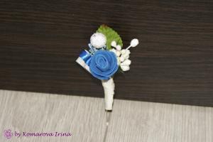 Фото Прочие аксессуары с цветами Бутоньерка для жениха с синей розочкой