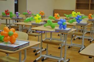 Фото Цветы из шариков украшения стола