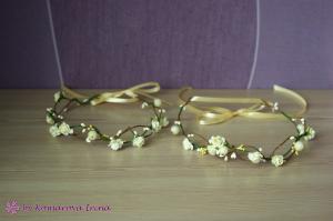 Фото Веночки с цветами Веночек из розочек и ягодок в цвете айвори
