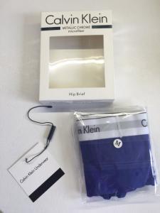 Фото Комплект женский Calvin Klein трусики плюс топ комплект Calvin Klein женский серого цвета, трусики + топ