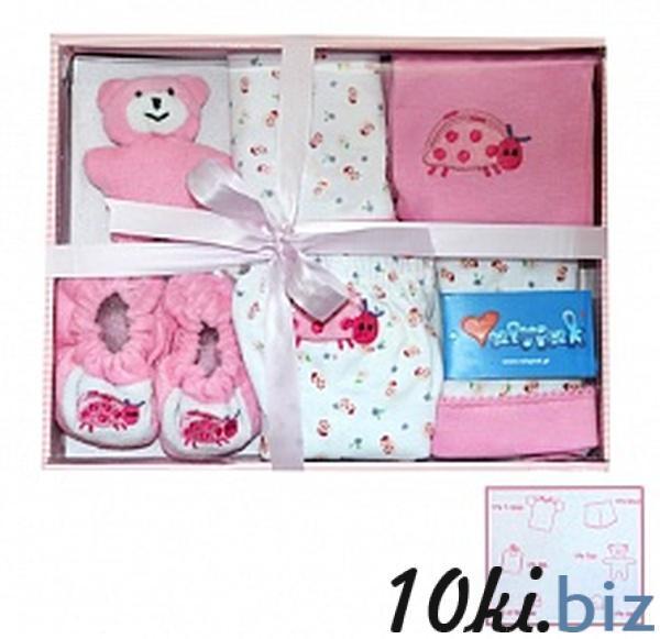 Упаковать детские вещи в подарок