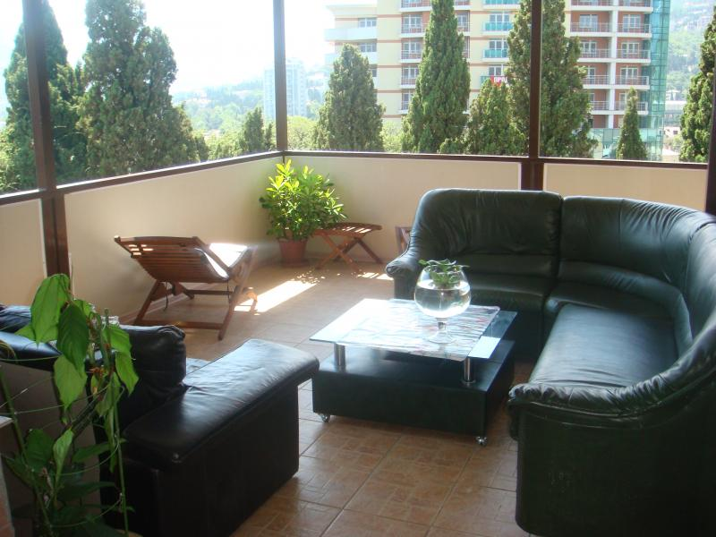 Фото  03 КОКОС Номер в двухэтажном гостевом доме №1 отдых в Ялте  ( два+1)