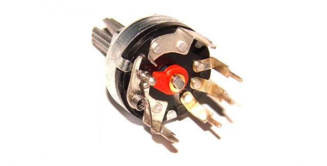Фото Резисторы, Потенциометры Резистор переменный с выключателем В 50 кОм