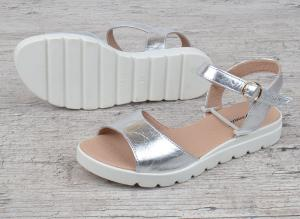 Фото  Босоножки женские кожаные серебро на платформе Great Shoes
