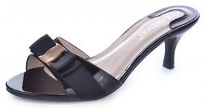 Фото  Босоножки женские лакированные на каблуке Eva черные