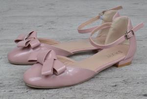 Фото  Босоножки женские на маленьком каблуке лакированные Rose розовые пудра