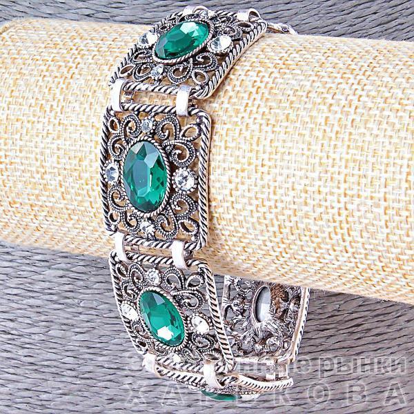Браслет Филигрань из пластин украшен зелёными и белыми стразами,замок тогл,ширина 25мм,длина 20см