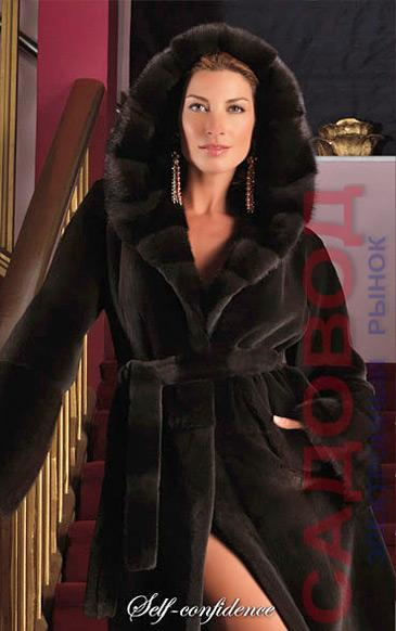 Пальто из щипаной норки классическое с капюшоном Кобра выложенным поперечными пластинами