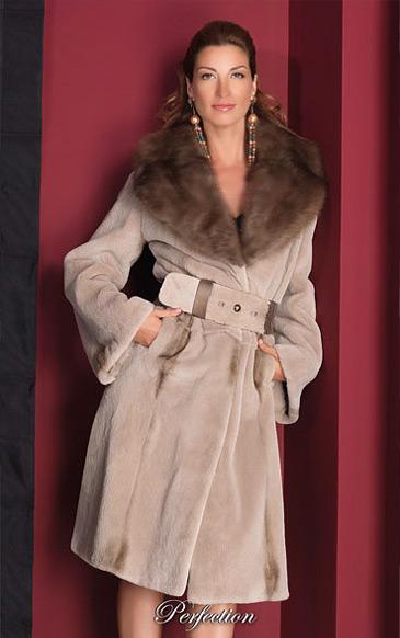 Фото Шубы из норки коллекция 2017/2018 Пальто из щипаной норки с большим английским воротом из соболя