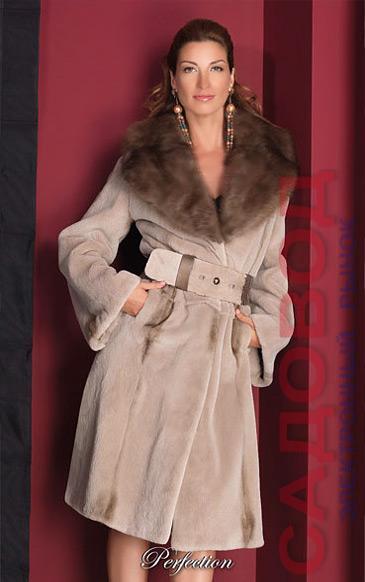Пальто из щипаной норки с большим английским воротом из соболя