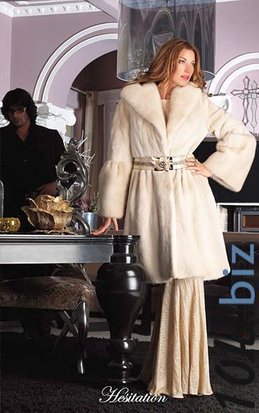 пальто из щипаной норки с большим шалевым воротом, рукав отрезной от локтя
