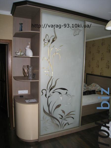 Шкаф-купе зеркало/пескоструй+ полки