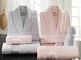 Фото  Набор халатов с полотенцами.