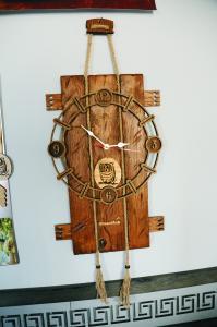 Деревянные часы с лазерной резкой