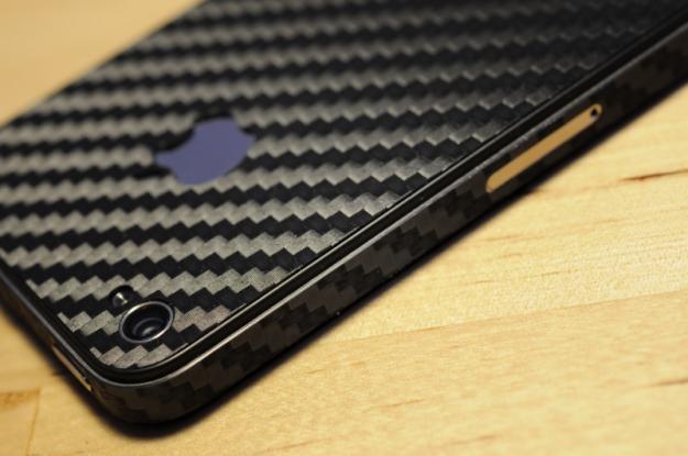 (Imod1k)Карбоновая наклейка Iphone 4(s) (черная)