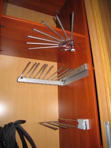 Фото Шкафы, шкафы-купе Вешалки для шкафа