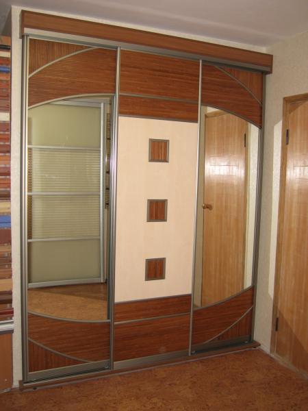 Шкаф купе с декором дверей 2