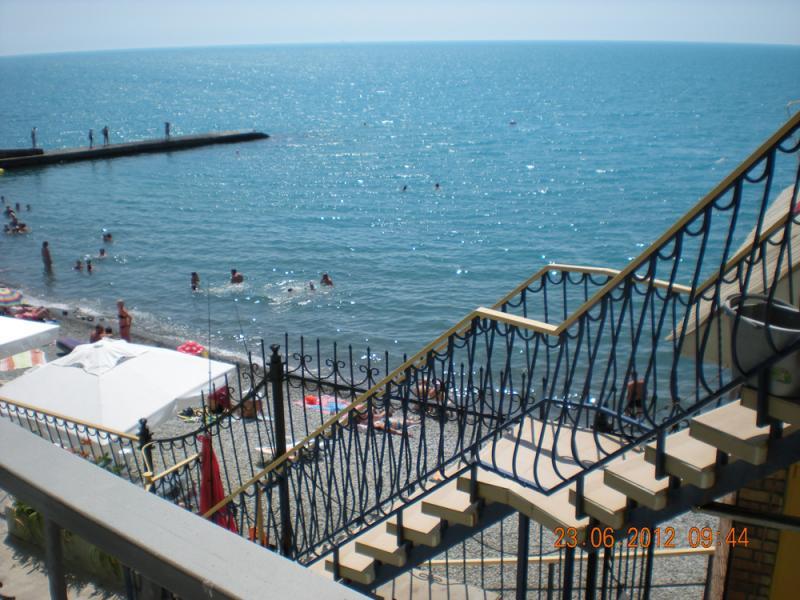 Фото  11 КОКОС  эллинг в аренду отдых в крыму на берегу моря с детьми в г. Ялта 1 эт. ( семейный номер )