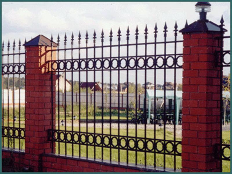Забор металлический, заборные секции. Паркани та парканні секції.