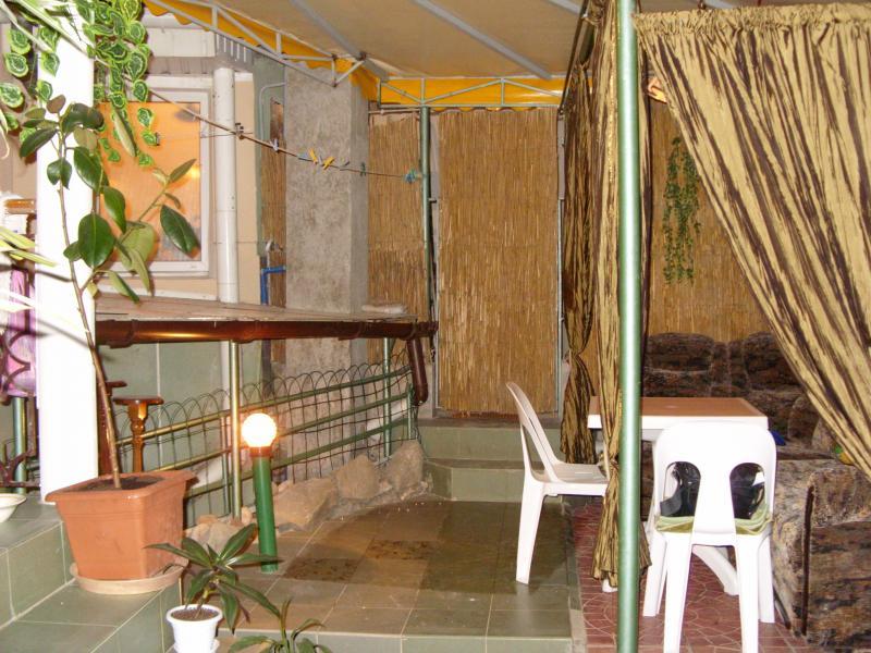 Двухкомнатный дом - коттедж с двором и мангалом в центре.  № 88