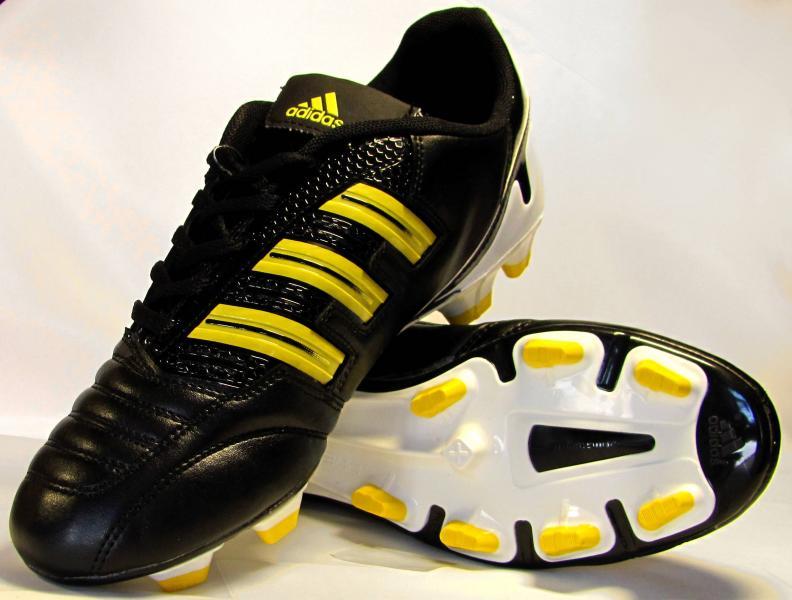 Бутсы Adidas Predator черно-желтые
