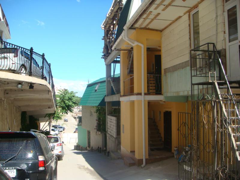 Фото  12 КОКОС Гостевой дом эллинг  в аренду на берегу моря в г. Ялта 3-4 эт. ( от 2-х до 4-х)