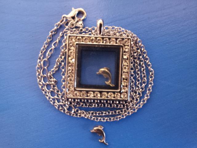 Чарма для медальона Дельфин
