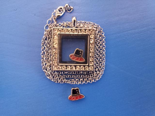 Чарма для медальона Платье