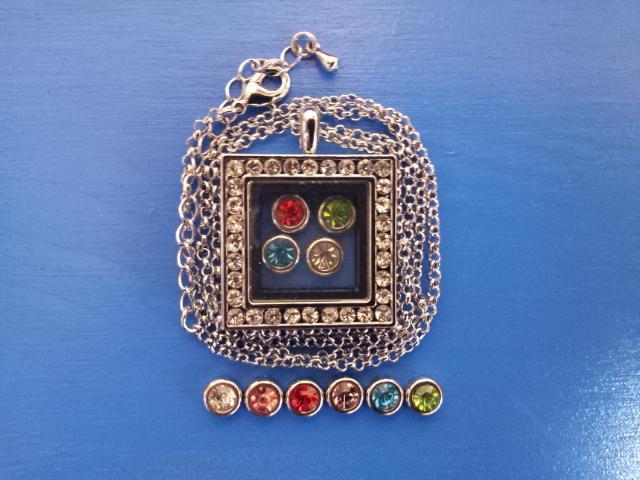 Чарма для медальона  разноцветные стразы