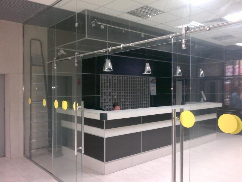 Изделия из Алюминия и Стекла: Остекление фасадов, Входные группы, Двери, Перегородки, Окна