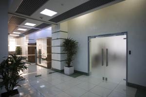 Фото  Поставка Входных Групп - Алюминий + Стекло, Входных дверей, Стеклянных перегород, Алюминиевых и ПВХ окон.