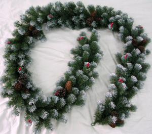 Фото Еловые гирлянды Ёлочная гирлянда с шишками и ягодами