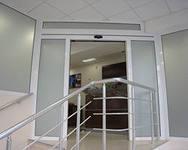 Лестницы и ограждения из нержавеющей стали и стекла
