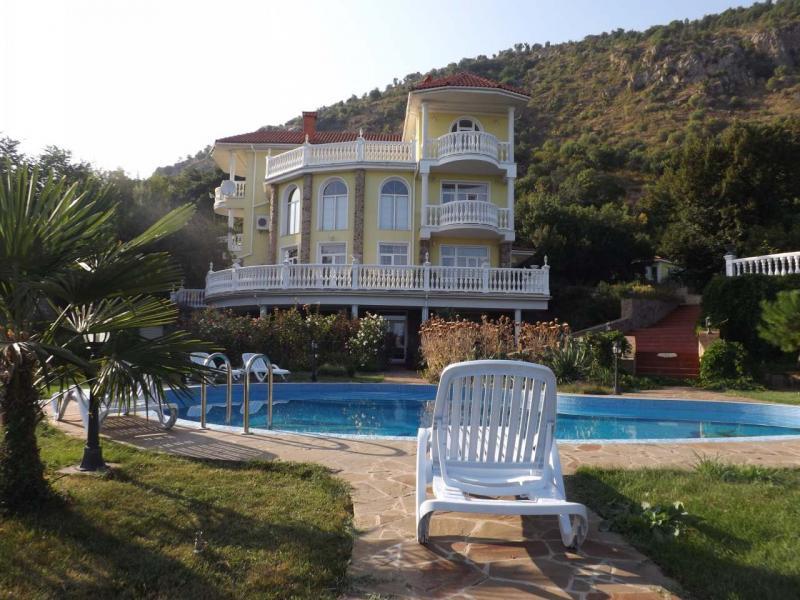 Снять дом в Алуште с видом на море, с бассейном. №-18