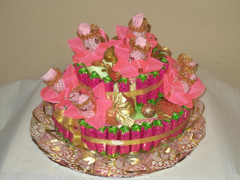 Торт подарочный из конфет «КЛУБНИКА»