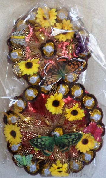 Подарок для женщин из конфет «8 МАРТА»