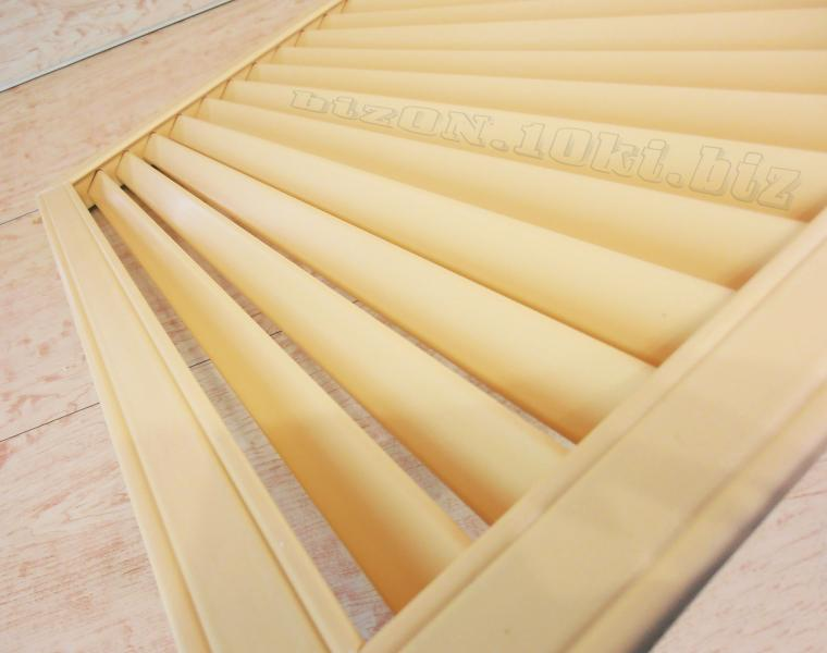 Фото Решетки ПВХ и Экраны ХДФ (МДФ) для радиаторов отопления и декора Решетка пластиковая   600 х 600 мм;   цвет - Бежевый;   для радиаторов отопления и декора