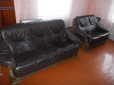 Комплект мебели кожа на дубовом каркасе  (3+2)